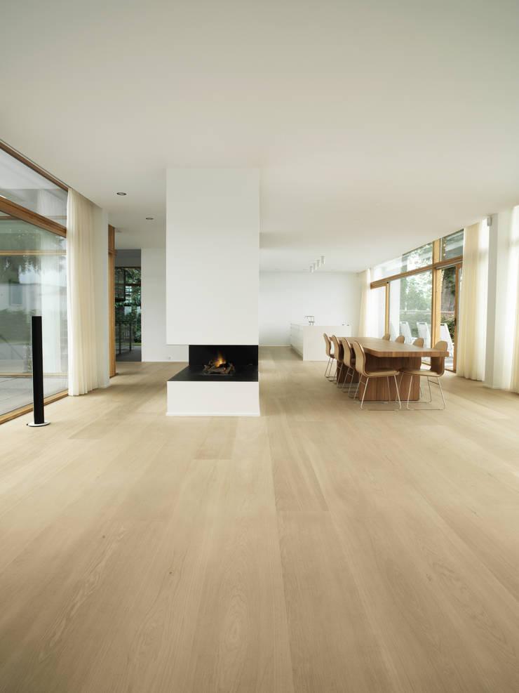 Oak:   by Dinesen