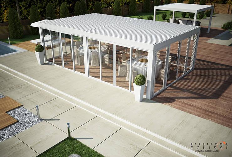 BIOSHADE AUTOPORTANTE: Giardino in stile  di Tenda Service S.r.l.