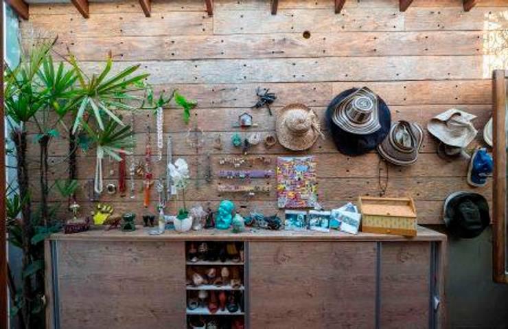 Revestimento em madeira: Parede e pavimento  por Adriana Bellão - Arquitetura de A a Z