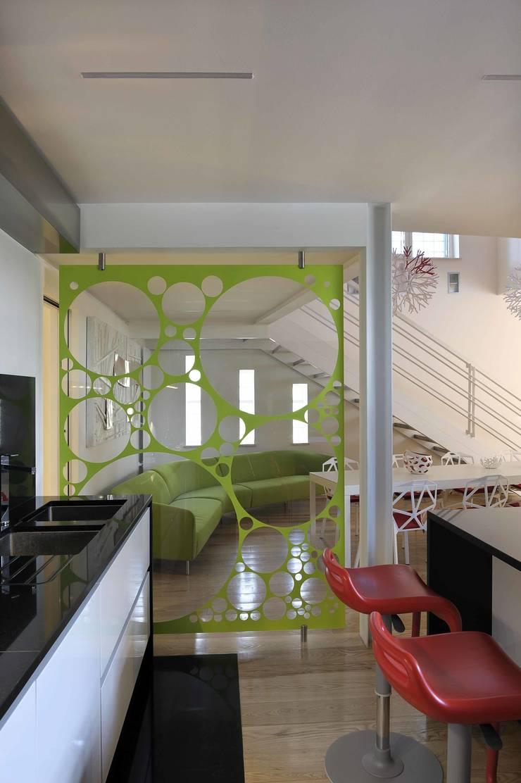 Cucina Post operam:  in stile  di Studio Angelo Luigi Tartaglia