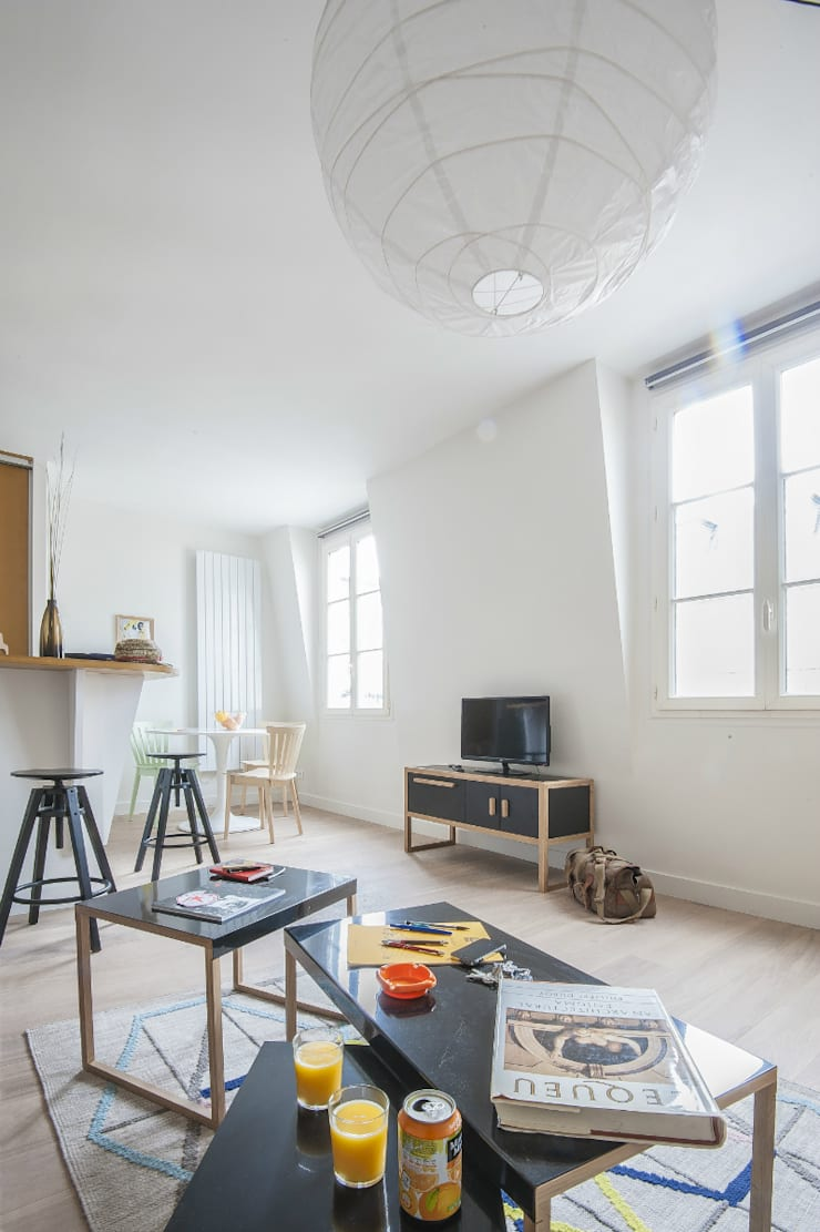 studio: Maisons de style  par goodnova godiniaux