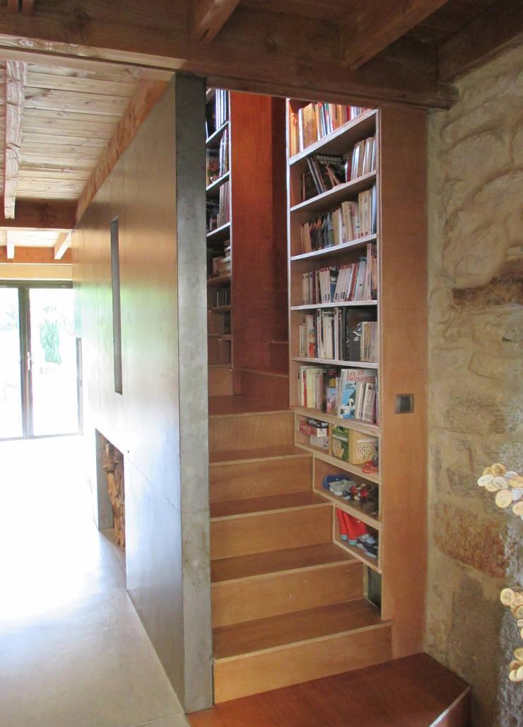 L'escalier bibliothèque:  de style  par Christelle Morard Chataigner