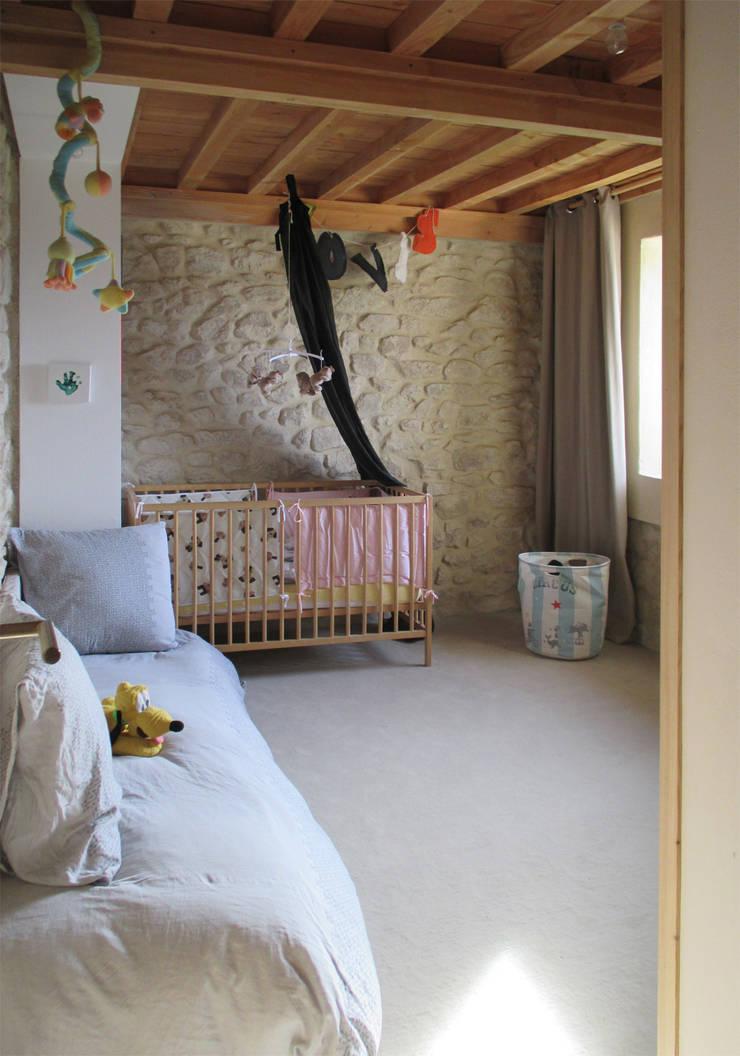 réhabilitation d'une maison en pierre:  de style  par Christelle Morard Chataigner