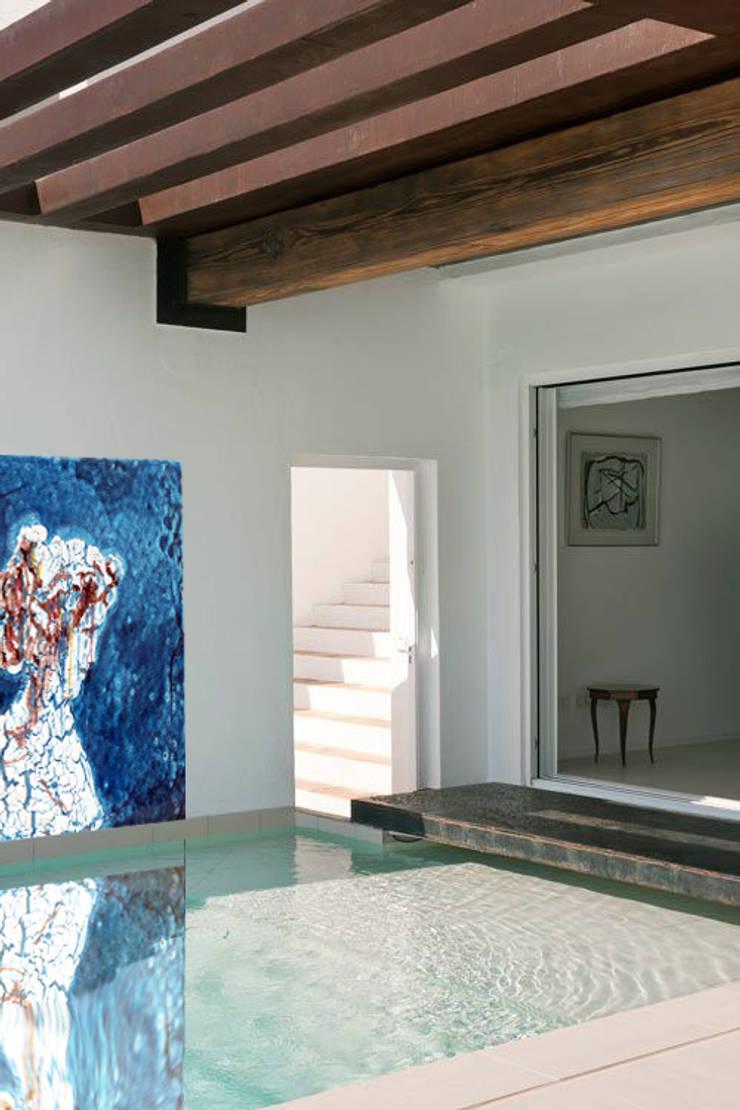 Maiolic Tiles: Pareti & Pavimenti in stile  di J&Well