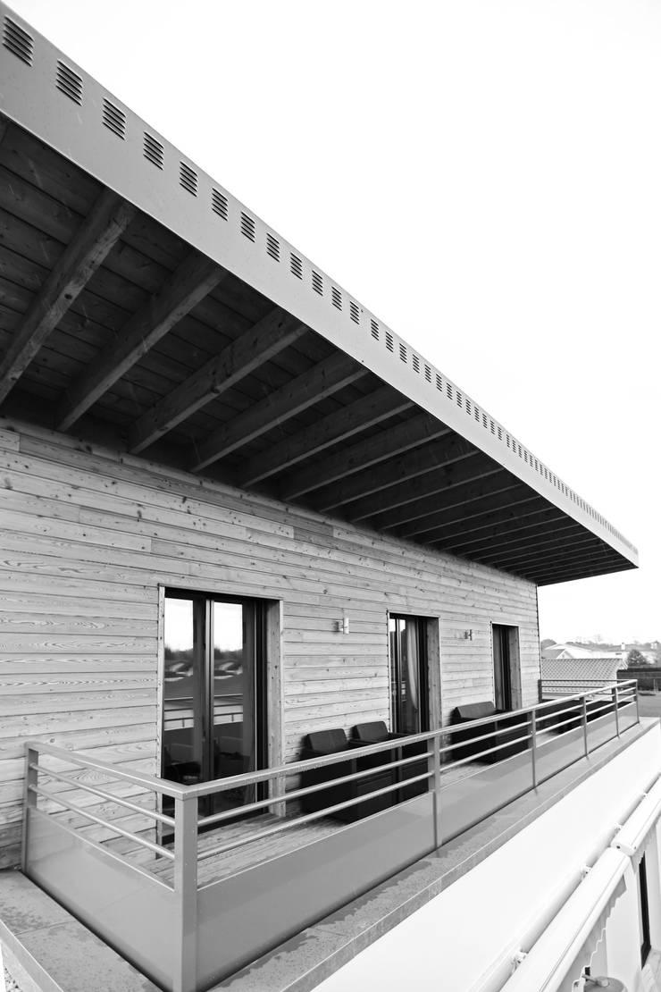Maison à Ossature Bois – M.O.B.:  de style  par ORCH_IDEA