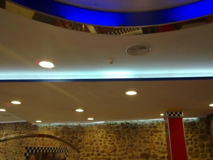 Remodeling local restaurante:  de estilo  de Prodereco
