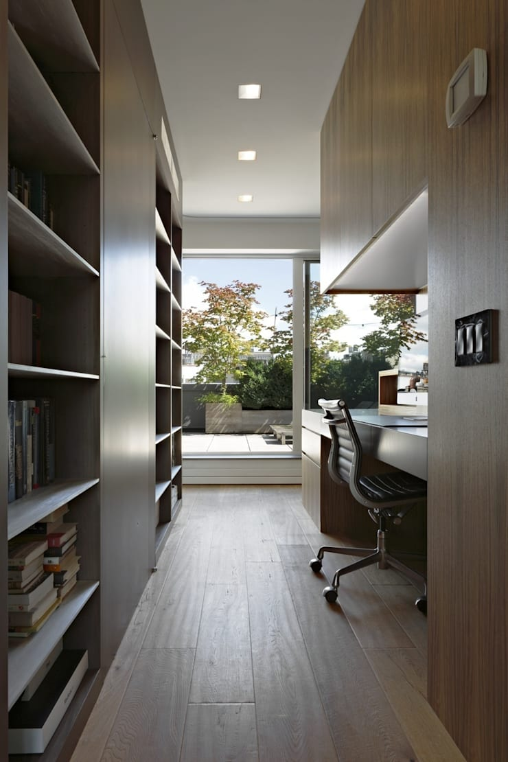 Soho Duplex:  Study/office by Slade Architecture