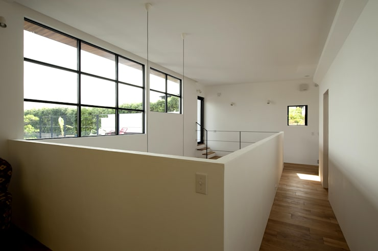 Ingresso & Corridoio in stile  di Sakurayama-Architect-Design