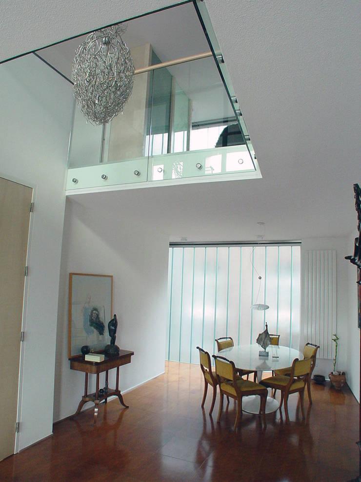 appartement:  Woonkamer door Linea architecten, Modern
