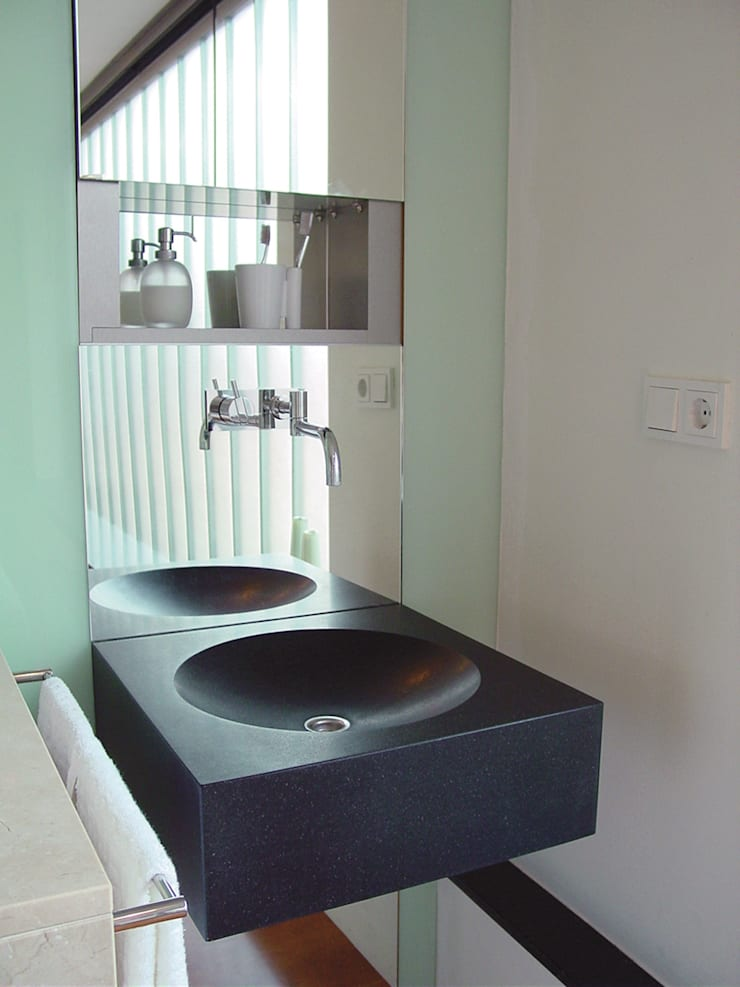 appartement:  Badkamer door Linea architecten, Modern