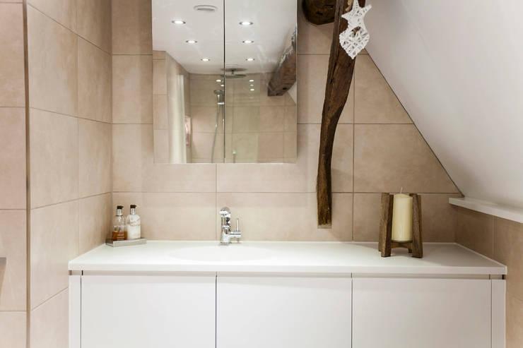 Blissful Bathroom Design from Burlanes Interiors:  Bathroom by Burlanes Interiors