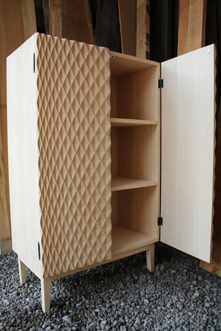 Mr. Quin cupboard: Soggiorno in stile  di Studio Baag,