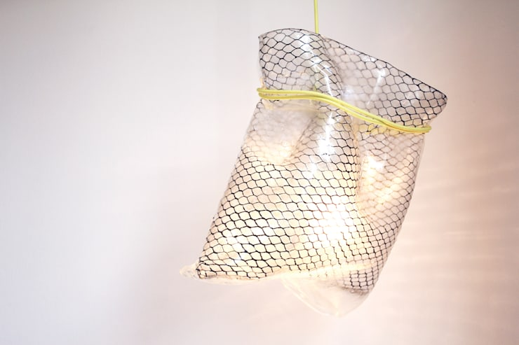BAGGY lamp: Arte in stile  di Studio Baag