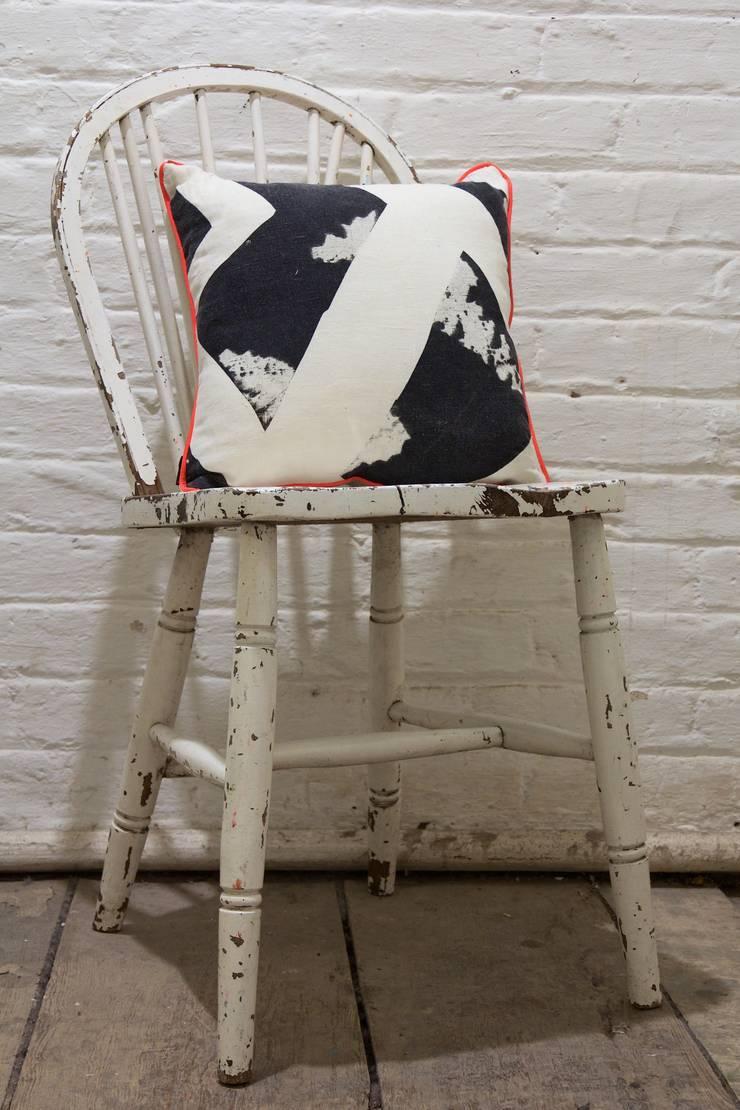 Fresh Monochrome:  Living room by Victoria Umansky