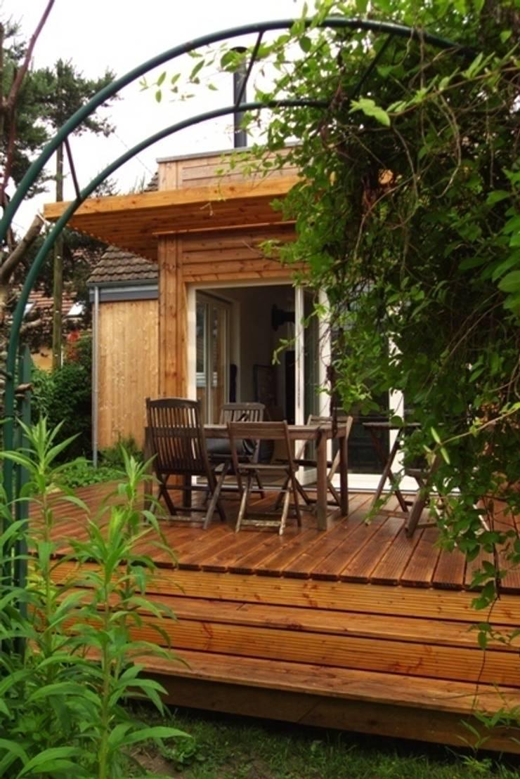 Rénovation et agrandissement ossature bois: Maisons de style  par Coutant Architecte