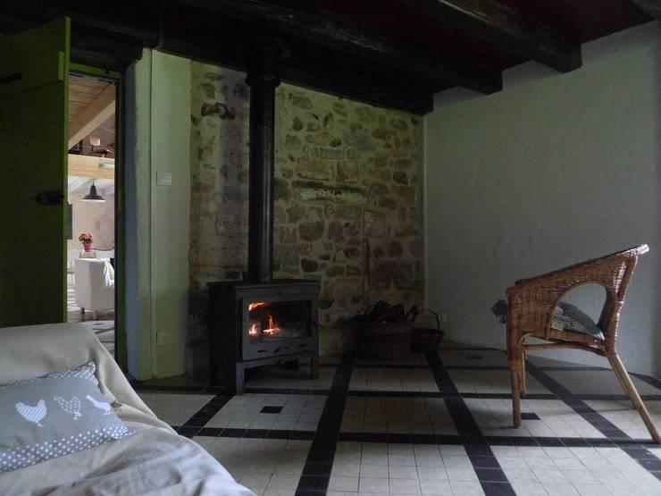 """Salon """"ancien"""" après travaux par Coutant Architecte Rural"""