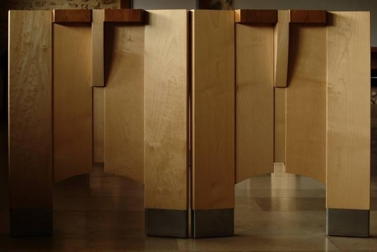 MOBILIER: Maison de style  par Coutant Architecte