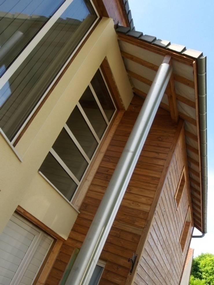 Maison bois et maçonnerie: Maisons de style  par Coutant Architecte