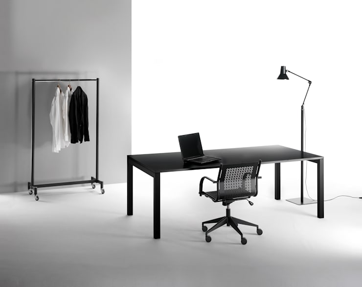 Tavolo Quadrotto Meeting: Studio in stile  di Emmesystem by Emme Italia