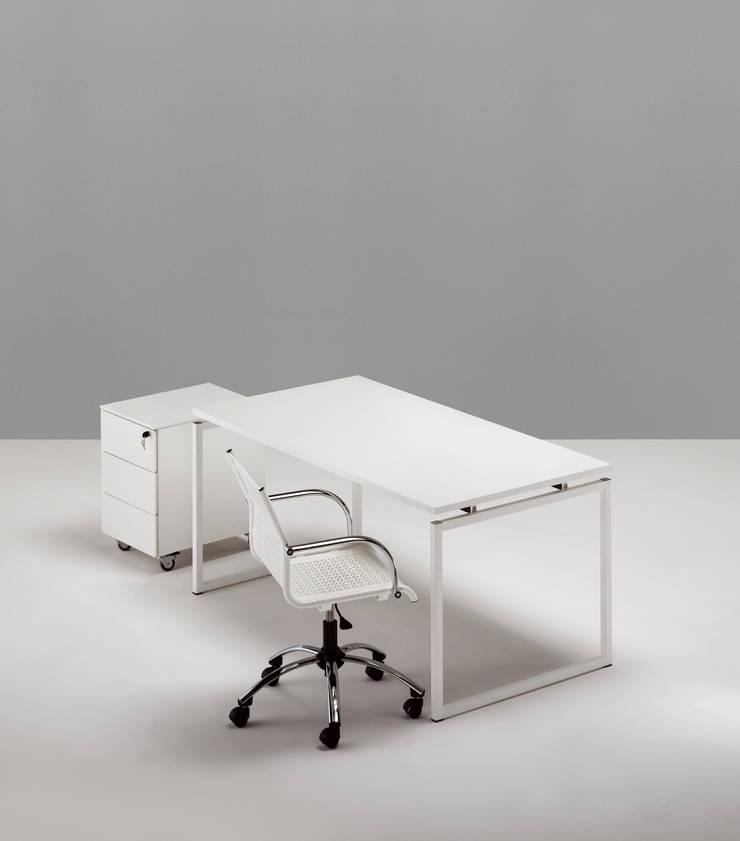 Scrivania Quadrotto QS: Studio in stile  di Emmesystem by Emme Italia