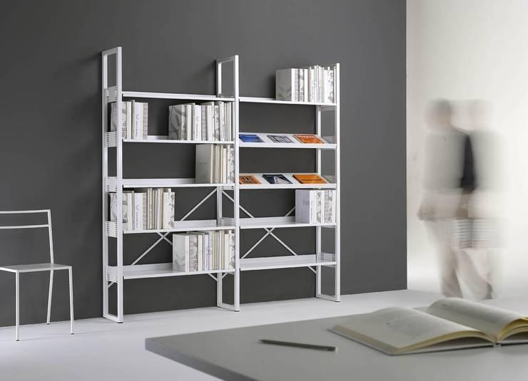 Libreria Quadrotto: Studio in stile  di Emmesystem by Emme Italia