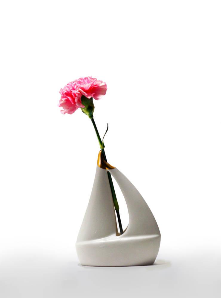 Yacht Vase: Studio SOS의  가정 용품