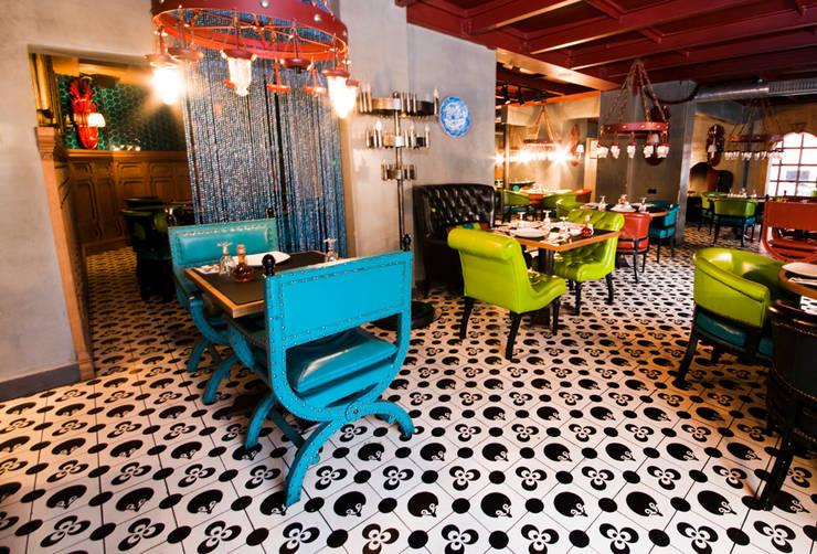 Walls & flooring by Karosiman Desenli Yer Karoları