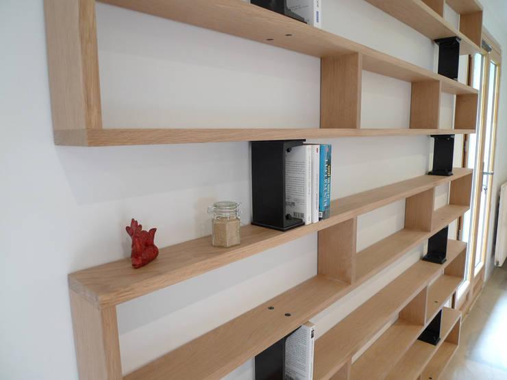 Bibliothèque: Salon de style de style Moderne par Ateliers JOVIS
