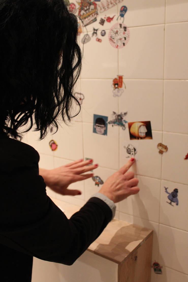 Toilettes - Des lieux délaissés... par ISIT ARCHITECTURE Moderne
