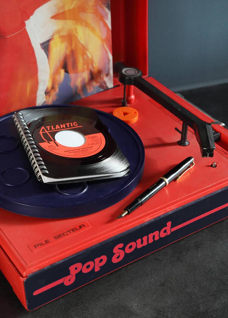Carnet, bloc note, couverture en disque vinyle recyclés: Bureau de style  par Rose Bunker