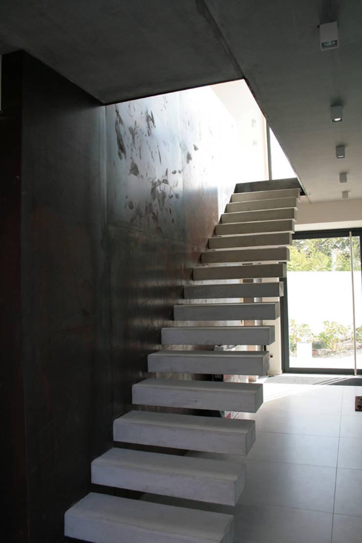 Maison - Biarritz: Salon de style  par ISIT ARCHITECTURE