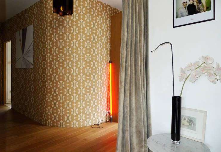 Hall de villa: Couloir et hall d'entrée de style  par Casalamotte