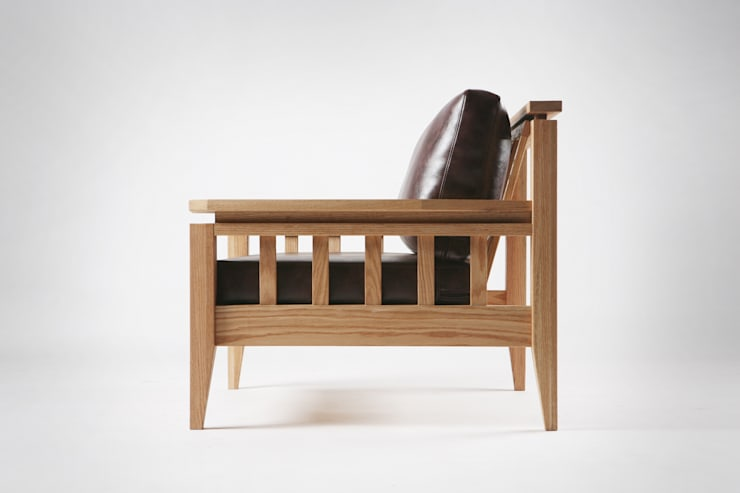 Red oak x leather sofa: 톤 퍼니처 스튜디오의  거실