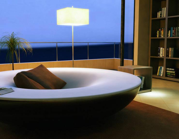 Oasi:  in stile  di Davide Conti Design Studio, Moderno