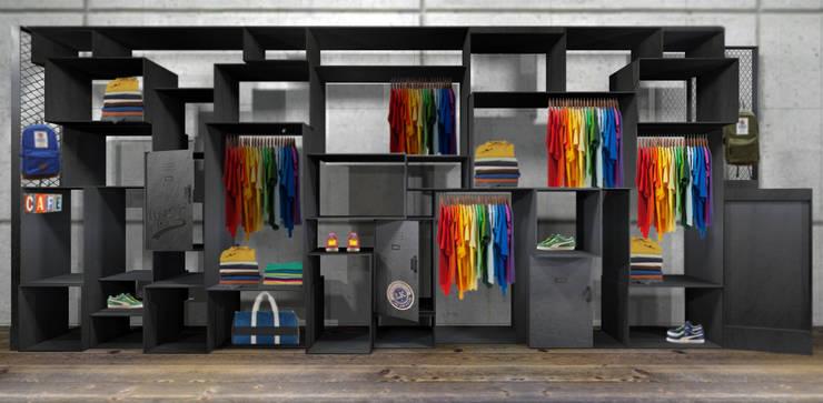 parete temporary store : Negozi & Locali commerciali in stile  di viabrenneroarchitettura, Industrial