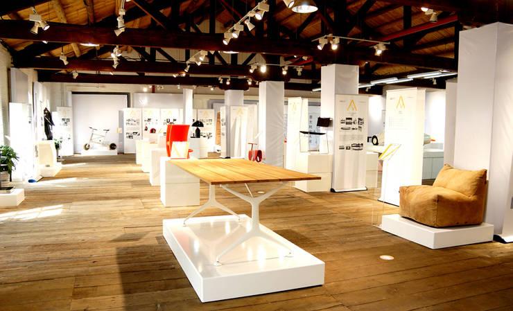 Mostra Compasso d' Oro in Cina: Studio in stile  di Davide Conti Design Studio