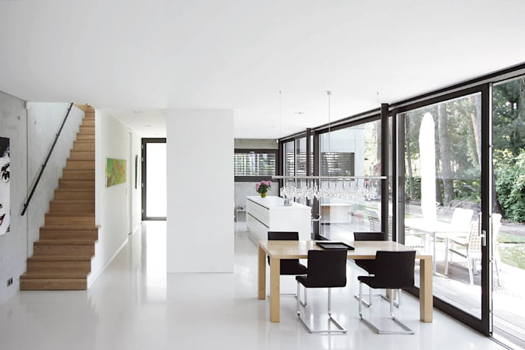 Dining room by THOMAS BEYER ARCHITEKTEN