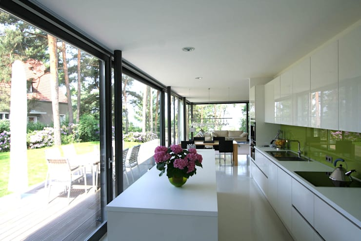Kitchen by THOMAS BEYER ARCHITEKTEN, Modern