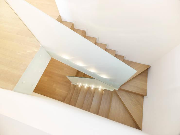 appartamento MP: Ingresso & Corridoio in stile  di Burnazzi  Feltrin  Architects