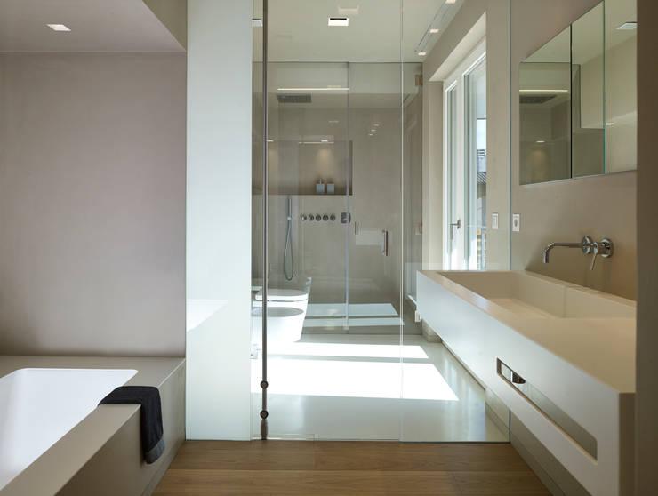 appartamento MP: Bagno in stile in stile Minimalista di Burnazzi  Feltrin  Architects
