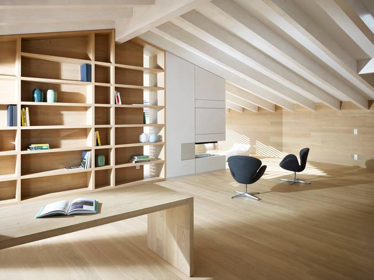 appartamento MP: Studio in stile  di Burnazzi  Feltrin  Architects