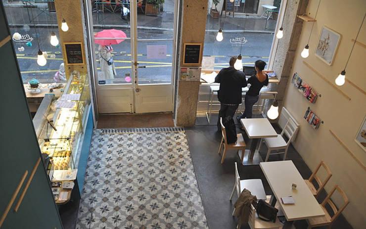 Little - Petits gâteaux: Locaux commerciaux & Magasins de style  par Johany Sapet Design