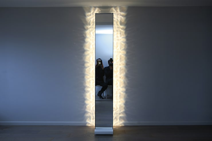 illuminate MIROR by FRED & FRED: Couloir, entrée, escaliers de style  par FRED & FRED