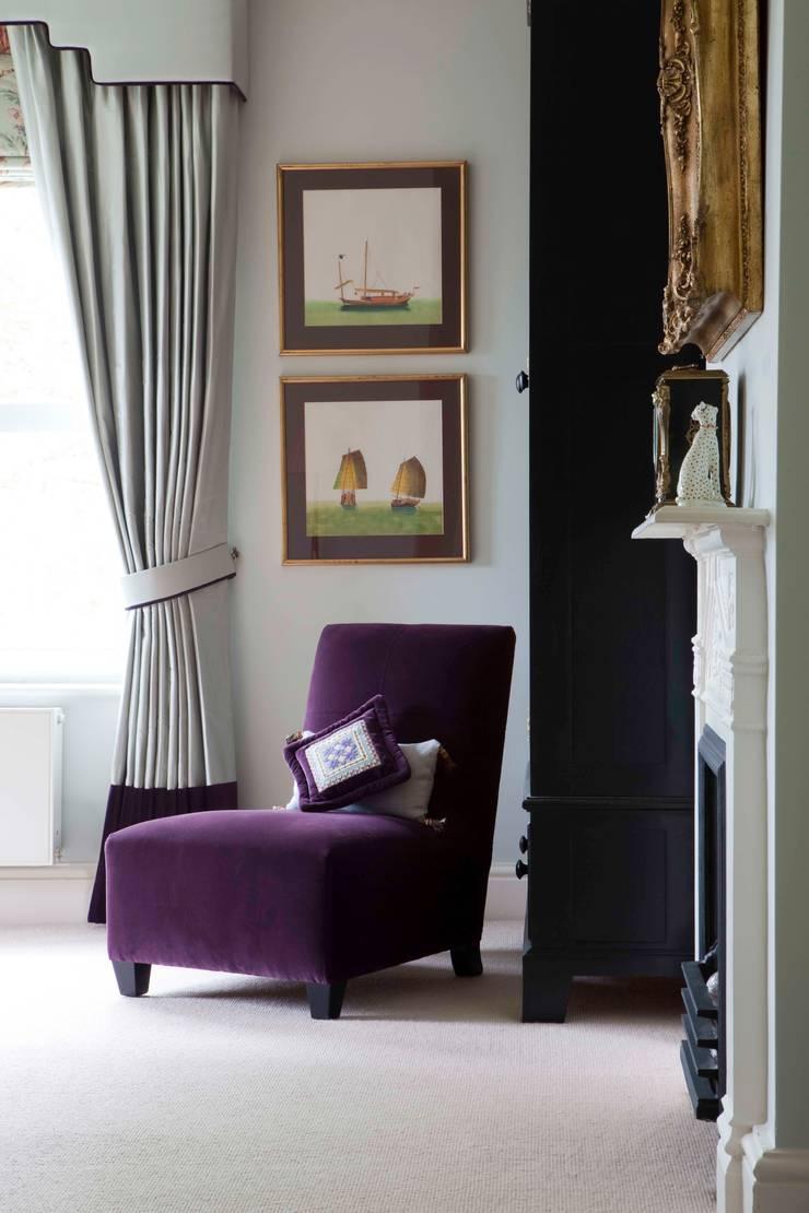 Bedroom:   by Taylor Howes Design