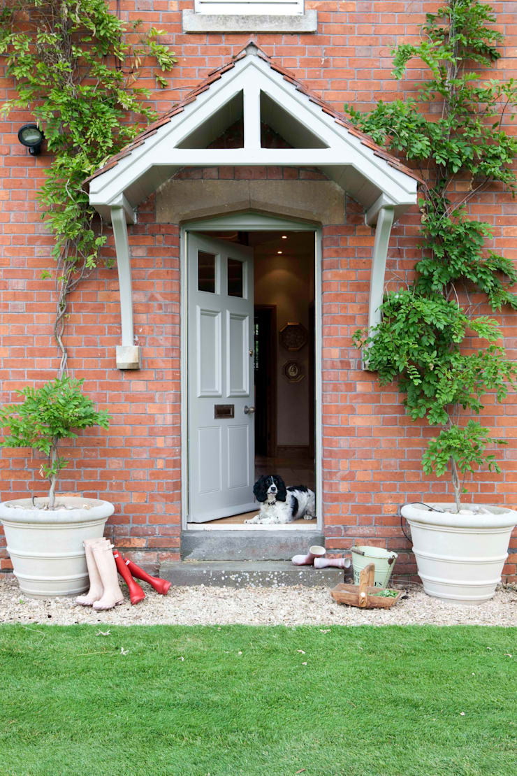 Front door:   by Taylor Howes Design