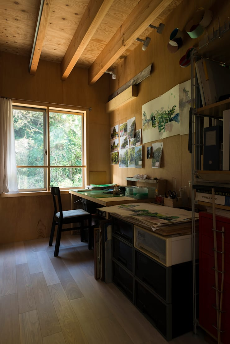 カマクラのイエ: 白子秀隆建築設計事務所が手掛けた書斎です。