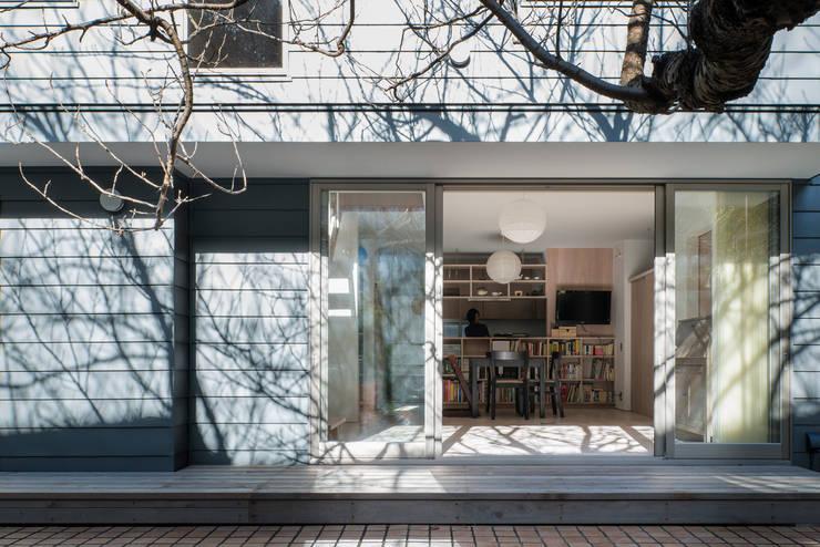 カマクラのイエ: 白子秀隆建築設計事務所が手掛けたテラス・ベランダです。