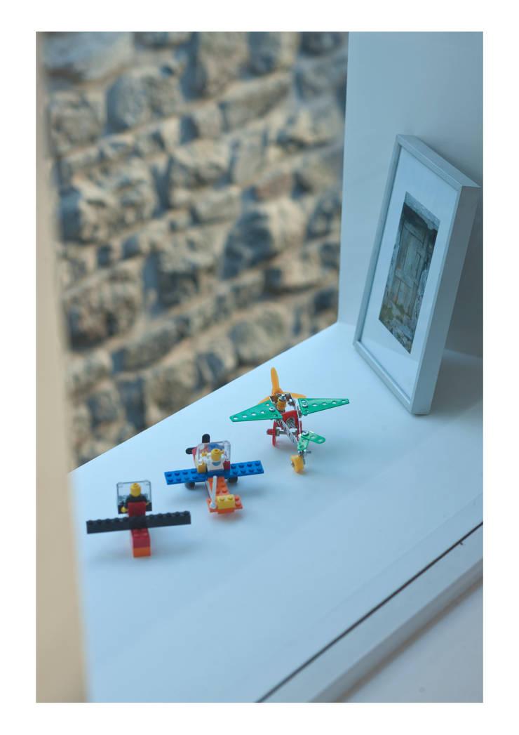 House No. 7:  Windows  by Denizen Works