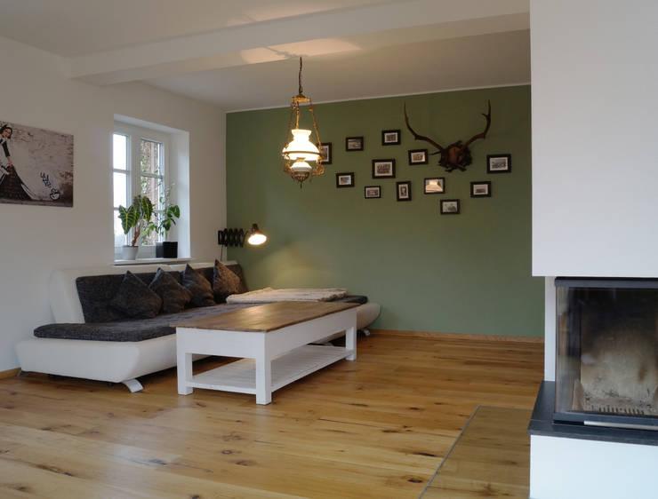 Wohnbereich: moderne Wohnzimmer von Cactus Architekten