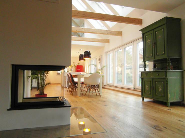 Salas de estar modernas por Cactus Architekten